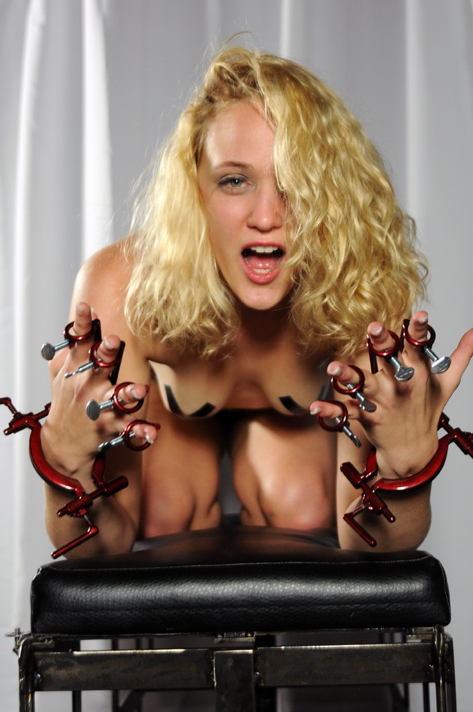 the hand traps by sex and metal. Hand and finger bondage equipment by sexandmetal.