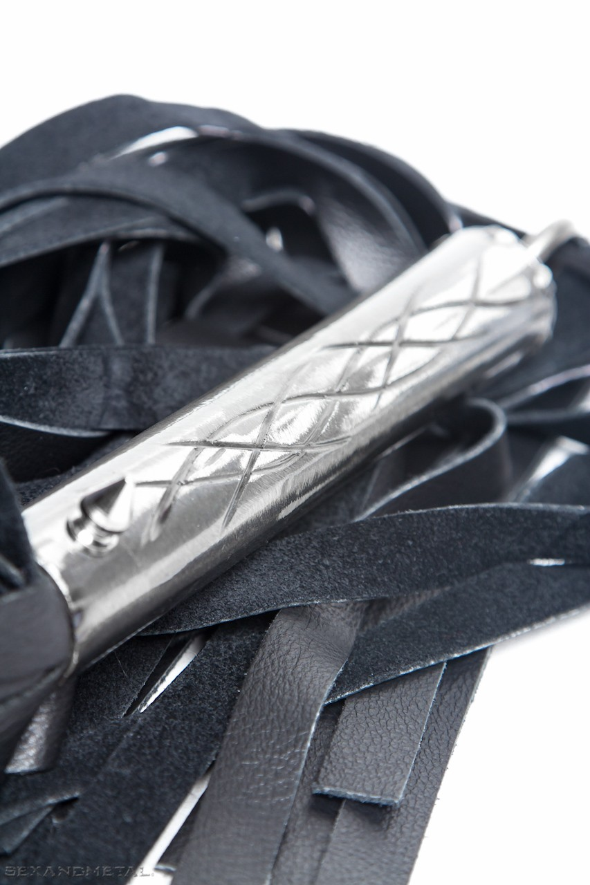 Fixture view of the Vanquisher leather flogger, clear handle